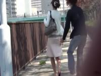 【アダルト動画】オネエさんのパンツを秘密撮影してスカートを破ってしまう悪戯。(無料)