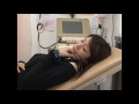【アダルト動画】産婦人科に診察にやって来たオネエさんのまんこをオシオキ秘密撮影☆テマンしたまんこに肉棒をねじ込みこっそりナカ出ししちゃうwww(無料)