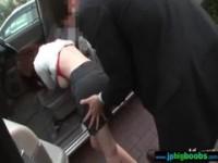 【アダルト動画】(フェチ)スーツの男が車の中で美巨乳なヒトヅマのジュリアちゃんのお乳をナメる(無料)