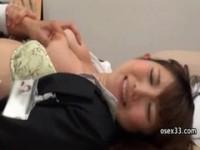【アダルト動画】(強姦)美乳のお姉さんが社内で強姦されても感じちゃって放尿もしちゃう(無料)