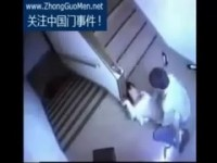 【アダルト動画】(強姦)階段の踊り場ですれ違いざまに襲いかかりガンガン強姦する男を写した監視カメラ映像(無料)