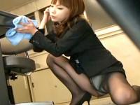 【アダルト動画】( 秘密撮影ムービー )社内を掃除するGALOLを狙いパンチラ秘密撮影wwwwwwwww※サラリーマン勃起注意(無料)