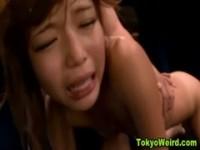 【アダルト動画】(強姦)強制的にカンチョウプレイをされながらフェラチオも無理やりな強姦状態(無料)