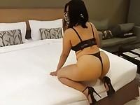 【アダルト動画】(フェチ)TBACK履いたデカ尻を見せつけるようにフリフリするむっちりオネエさん(無料)