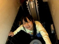 【アダルト動画】( 秘密撮影ムービー )お家トイレでイモウトを突撃強姦した家庭内ホームビデオ映像…※近親ソウカン回覧注意(無料)