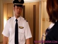 【アダルト動画】(強姦)キャビンアテンダントのオネエさんが機長達に強姦されちゃう(無料)
