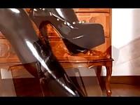 【アダルト動画】(SM指導)赤髪の女王様によるドエム男の本格的指導私のいう事をなんでも聞いていれば大丈ダンナよ(無料)