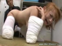 【アダルト動画】(強姦)手と足をガッチリ包帯で縛りしたカネ髪GALを集団指導強姦(無料)