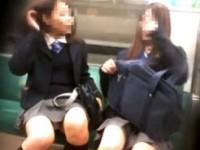【アダルト動画】(今時女子校生パンチラ秘密撮影ムービー)列車内や階段や街中などでミニスカ今時女子校生のパンツを拝む☆☆☆(無料)