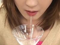 【アダルト動画】(回覧注意)2人の女がワイングラスを唾で満杯にし、M男に残さず飲ませる(無料)