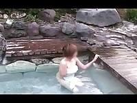 【アダルト動画】(SM指導)混浴風呂で露出指導BUSタオル外しちゃいなよwww(無料)