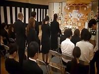 【アダルト動画】(強姦)葬式のヒトヅマがあまりにもカワイかったのでチ○ポを香典にしました(無料)