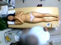 【アダルト動画】( 秘密撮影ムービー )丸ノ内にある整骨院が仕事で疲れた眼鏡OLを狙い性感マッサージSEXした秘密撮影映像☆☆☆(無料)