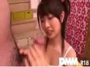 【アダルト動画】少女少女した女の子が二本のオチンチンを興味深そうにイジる☆(無料)