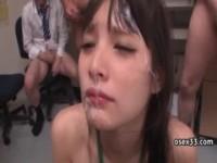 【アダルト動画】(フェチ)美今時女子校生が男に囲まれて無理やりフェラチオ,&,ガン射と口内射精(無料)
