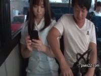 【アダルト動画】(強姦)BUSの車内でカワイいお姉さんの隣に座りオまんこ弄りのチカン&無理やりベロKISSしちゃう(無料)