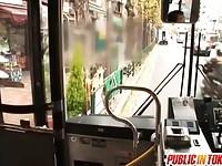 【無料エロ動画】 【アダルト動画】《襲う》短ヘアのお姉様がバス車内の後部座席で襲うされる