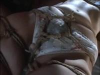【無料エロ動画】 【アダルト動画】《性暴行》チャーシューのようにグルグルに緊縛された美女がビアン性暴行