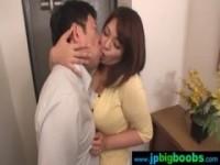 【杏美月】 【アダルト動画】《フェチ》杏美月が出勤前の既婚男性と玄関で舌入れまくりの深い接吻