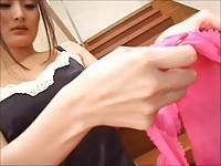 【エロ動画】 【アダルト動画】《サドマゾしつけ》ピンクストッキングを履いて階段からドエム男にチ○ポ足コキしつけ