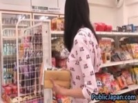 【希志あいの】 【アダルト動画】《襲う》黒髪の毛でほっそりな希志あいのが2人のコンビニショップ店員にレ◯プされる