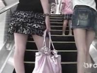 【エロ動画】 【アダルト動画】【逆さ撮り隠盗動画】駅構&#208相互オーラルセックス;でショッピングを楽しむデニムスカート女子とミニスカ女子のパンチラ隠し撮りww