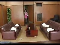 【エッチ動画】 【アダルト動画】《フェチ》ボディ抜群の美女秘書ストッキングセクシーな脚にミニスカ美下半身パイデカの谷間も見せながらのお掃除姿に大射精の
