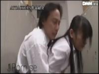 【西野翔】 【アダルト動画】《襲う》女性スタッフになった西野翔が会社で警備員に襲うされて盛大にシオフキしてます