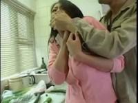 【友田真希】 【アダルト動画】《無理やり犯す》友田真希がキッチンでお料理中に無理やり犯すされちゃう包丁あるのにとか突っ込んじゃダメ