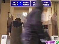 【エロ動画】 【アダルト動画】《輪姦》銀行強盗たちが人質にした御姉さん達を次々と犯して回るキチガイ
