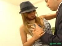 【アダルト動画】 【アダルト動画】《性暴行》尻軽女黒ぎゃるがオッサンを魅惑おぱーい吸わせてTdoggy styleデカ下半身をprprさせる