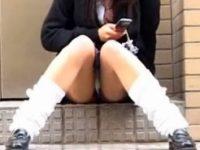 【H動画】 【アダルト動画】【パンチラ隠撮動画】剛毛なマン毛でレースパンツからハミ出す女子校生の座りパンチラを接写撮りww
