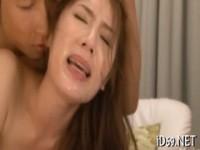 【エッチ動画】 【アダルト動画】《犯す》会社の同僚に犯された新妻は目の前でインサートされて泣きながらイク