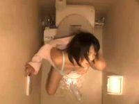 【アダルト動画】 【アダルト動画】《 覗き見ムービー 》ドヘンタイ女が便所ウォシュレットで水圧自家発電 する衝撃のマニアック映像!!!!!!!!!※2アングル覗き見