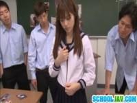【エッチ動画】 【アダルト動画】《バージン喪失》クラスの少年たちに輪姦されるユニフォーム美ガール