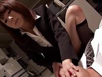 【無料エロ動画】 【アダルト動画】《性暴行》ドSな激カワ新米事務所レディが社内で社長を逆性暴行ストッキング足コキでチ○ポを虐めるエロ