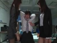 【エロ動画】 【アダルト動画】《フェチ》オフィスでほっそり美女2人に逆襲うされる羨ましい男