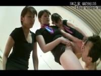 【アダルト動画】 【アダルト動画】《フェチ》ドS美女ホテルの一室集まってチューブを使ってオシッコ飲ませてる