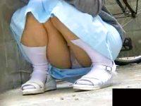 【エロ動画】 【アダルト動画】《 盗み見ムービー 》病院敷地内には看護師のはみパンスポットが存在していた衝撃の盗み見映像★★★