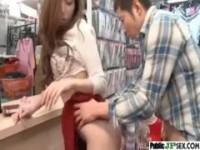 【椎名ゆな】 【アダルト動画】《性暴行》エロショップのカウンターでレ◯プされる小町娘 ショップ店員椎名ゆな