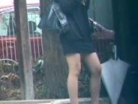 【エッチ動画】 【アダルト動画】【スカート捲り隠撮動画】美脚にミニスカートを履いた素人ギャルを狙ってスカート剥ぎ取りを隠し撮りww