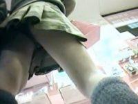 【エッチ動画】 【アダルト動画】【逆さ撮り隠撮動画】ドラッグストアで化粧&#21相互オーラルセックス7;を探すミニスカ素人の黒パンツを隠し撮りww