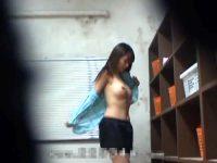 【エロ動画】 【アダルト動画】《 隠し撮りmovie 》とある女化粧室が隠し撮りされていた本物映像流出★★★※女性警備員の着替え隠し撮り