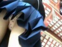 【無料エロ動画】 【アダルト動画】【逆さ撮り隠撮動画】修学旅行中の女子校生集団のパンチラ隠し撮り…可愛いイチゴの綿パンツww