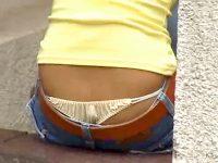 【エロ動画】 【アダルト動画】《 覗き見movie 》街中で座りローライズパンモロしてるGALアバズレを狙い背後から大胆パンモロ覗き見したった。。。。。
