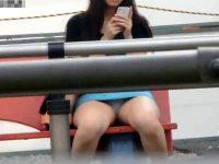【無料エロ動画】 【アダルト動画】【座りパンチラ隠撮動画】バス停に座りながらミニタイトスカートから白パンツが丸見えの素人女子を隠し撮りww