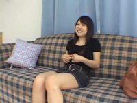 【エロ動画】 【アダルト動画】想定外のチンポこの大きさに満更でもないシロウト娘のシコシコ鑑賞