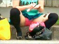 【エッチ動画】 【アダルト動画】《 覗き見movie 》バス車内停で座りモロパンするシロウトGALアバズレを狙い反対車線から覗き見したった☆☆☆☆☆