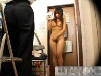【エロ動画】 【アダルト動画】【万引き隠撮動画】盗んだモノを手に持たせ巨乳ギャルを全裸にして脅す店長が隠しカメラ撮り…