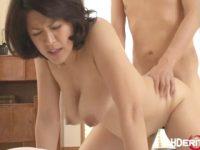 【笹山希】 【アダルト動画】ピストン運動に合わせて垂れ気味のスイおっぱいがプラプラ揺れる新妻の笹山希